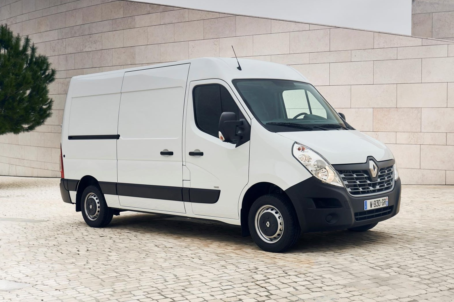 renault master ze  unveiled commercialvehiclecom