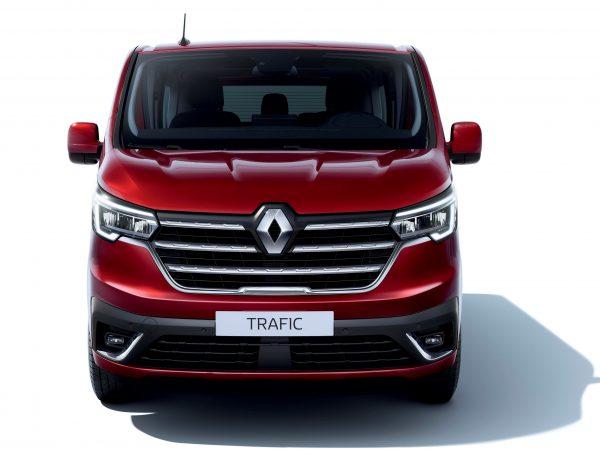 Renault Trafic Passenger front